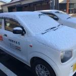 雪が積もった田村産業株式会社の車
