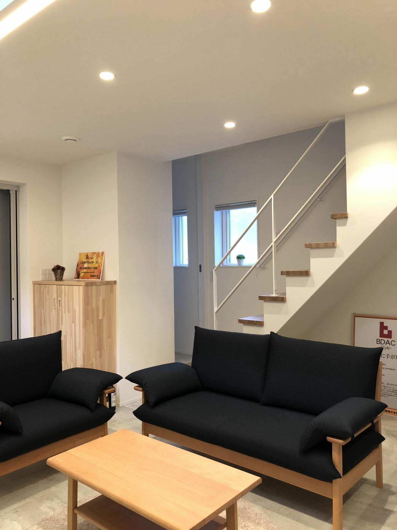 田村市の施工例、コンパクト&北欧デザインの家1階リビングから階段