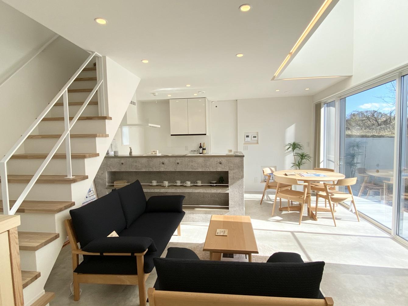 田村市の施工例、コンパクト&北欧デザインの家リビング&キッチン3