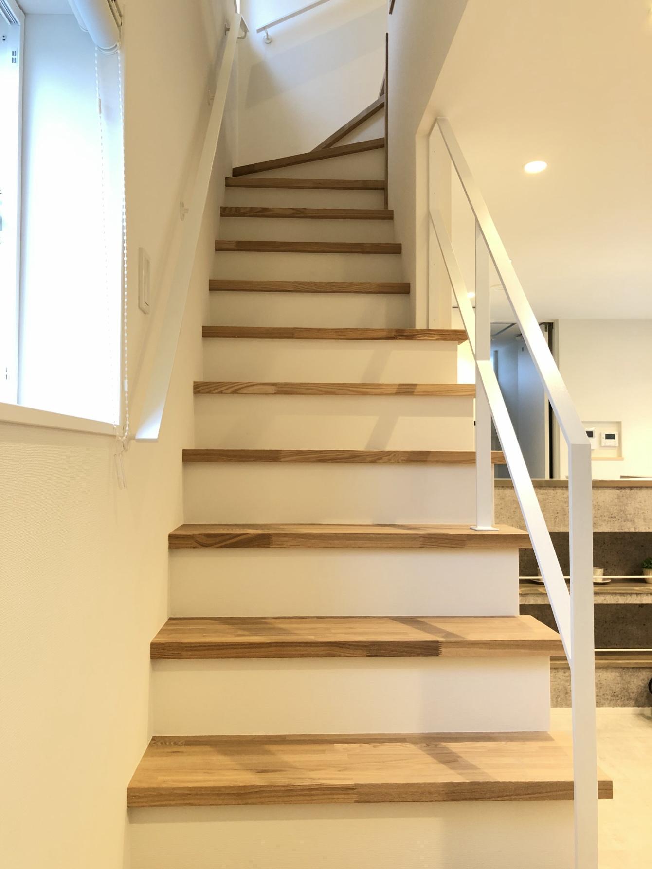 田村市の施工例、コンパクト&北欧デザインの家階段