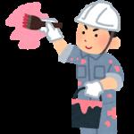 ペンキ塗装をしている作業員