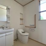 介護のためにリフォームしたトイレと手洗い台