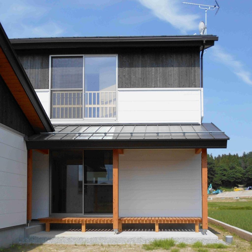 伝統的な日本家屋の軒を取り入れた和風モダン住宅