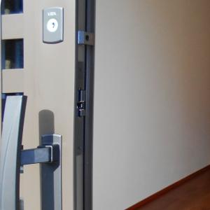 リクシルリシェント玄関引戸のカギと取っ手