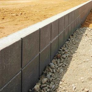 土地を区切るブロック塀